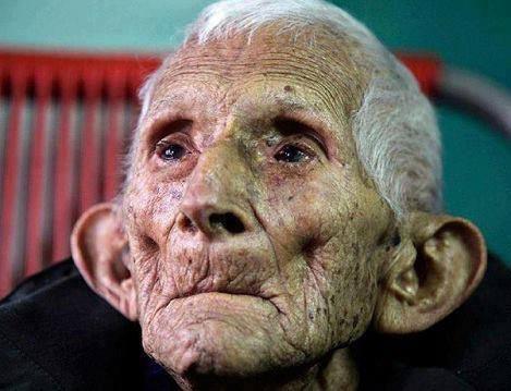 Le vieil homme grincheux dans poemes 1395978_10202493529448789_1674499140_n