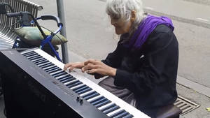 000000000000000000000000000000000000000000000000000000000000000000000cette-vieille-dame-est-une-pianiste-hors-pair_151446_w300