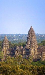 00000000000000000000000000000000000000000000000000000000temples ankhor2466753-angkor-l-eau-noie-l-empire-khmer