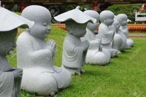 000000000000000000000000000000000000000000000000000000000000000000000000000000000000008012392-Cons-cutive-de-jeunes-des-Statues-de-Bouddha-dans-Pose-de-m-ditation-Banque-d'images